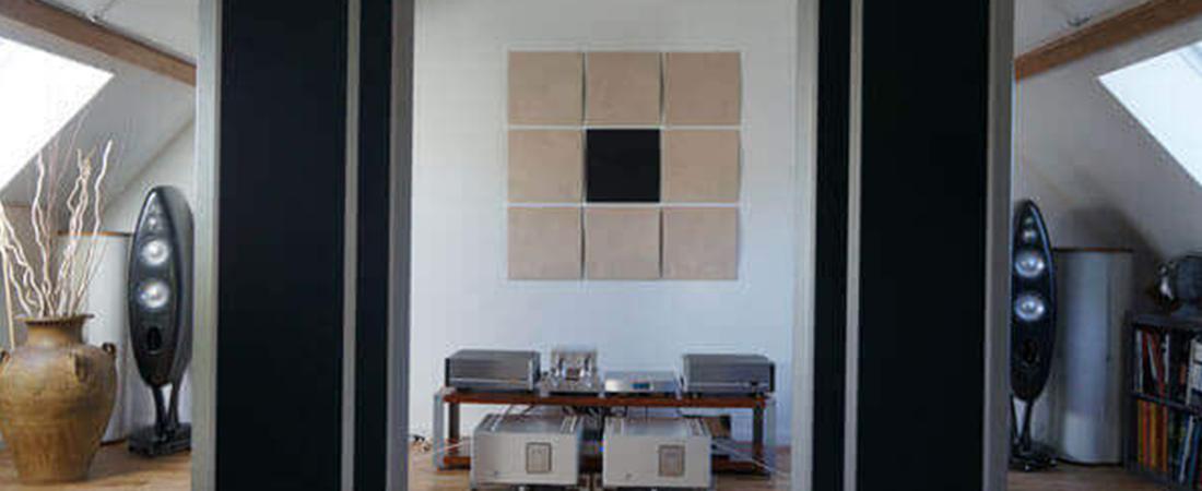 Salle d'écoute avec panneaux acoustiques