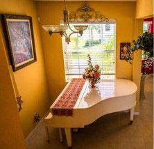Piano dans un home studio dédié à la musique